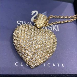 🦢NWT!! Gold Swarovski Large Heart Necklace